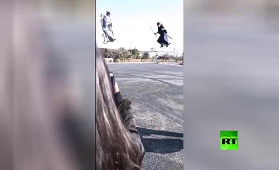 شاهد : عراك النينجا في الهواء