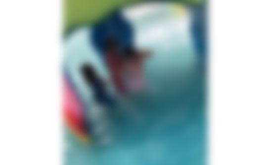 صورة : 3 فتيات وشاب على حمام السباحة.. فيديو إباحي يستنفر الشرطة المغربية