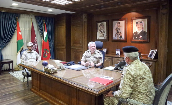 الملك: نشامى الجيش العربي هم درع الوطن وسياجه المنيع