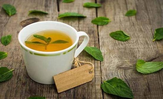 شرب شاي النعناع يبطئ نمو الشعر الزائد.