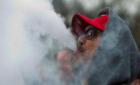 """مادة كيميائية تثير القلق.. اكتشاف سبب وفيات """"السجائر الإلكترونية """""""