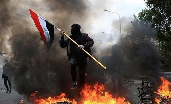 متظاهرون يقطعون طريقا يؤدي لحقل نفطي جنوبي العراق