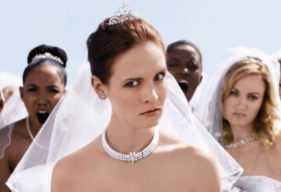 في هذه الدولة يبصقوا على العروس ..تعرف على أغرب عادات الزواج!!