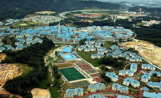 صور مذهلة للجامعة الإسلامية العالمية في ماليزيا كأنها مدينة بحد ذاتها