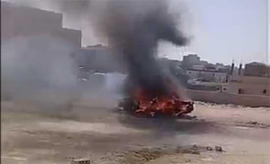 اردني يحرق سيارته في الطفيلة .. بالفيديو