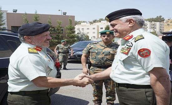 بالصور : الملك يزور القيادة العامة للقوات المسلحة