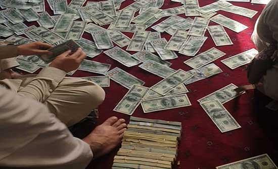 """""""طالبان"""" تعثر على ملايين الدولارات وسبائك ذهب في منزل أمر الله صالح .. بالفيديو"""