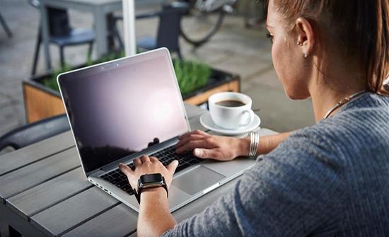 نصائح طبية للاشخاص الذين يجلسون مطولاً أمام الكمبيوتر