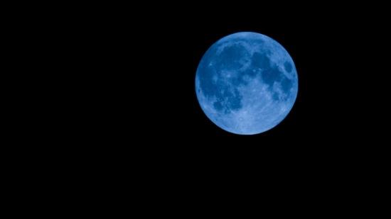 """الأربعاء المقبل… """"خسوف القمر الازرق"""" ظاهرة طبيعية لم تحدث منذ عام 1866!"""