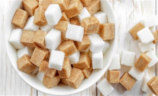 أقل خطرا من الأبيض.. ماذا يحدث للجسم عند تناول السكر الدايت..