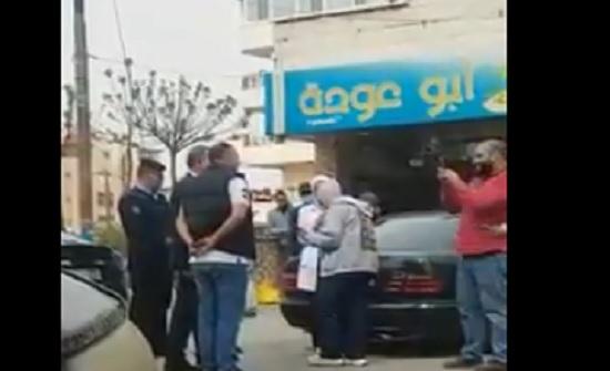 بالفيديو : مواطنون يلتقطون سيلفي مع الدكتور سعد جابر