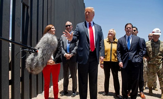 ترمب يشيد بالجدار مع المكسيك: أوقف كورونا وأوقف كل شيء