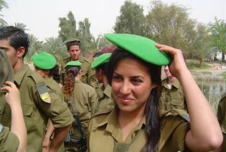 """عقوبات على مجندات """" إسرائيليات """" بسبب صورهن الفاضحة"""