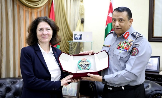 المدير العام لقوات الدرك يلتقي السفيرة الفرنسية في عمان