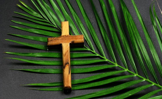 مسيحيو الأردن يحتفلون بأحد الشعانين في الكنائس بعد انقطاع