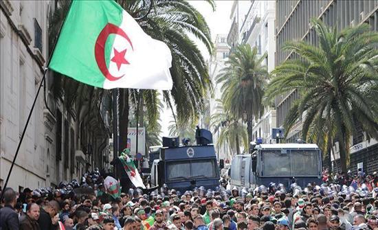 بالفيديو : الجزائر.. مظاهرات رافضة للانتخابات بالجمعة 40 للحراك