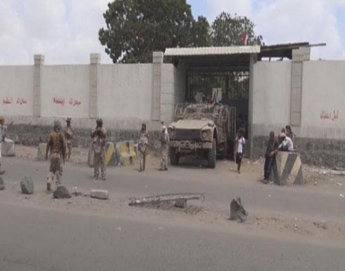 """تواصل الاشتباكات في عدن.. و""""الانتقالي"""" يرفض سحب قواته"""