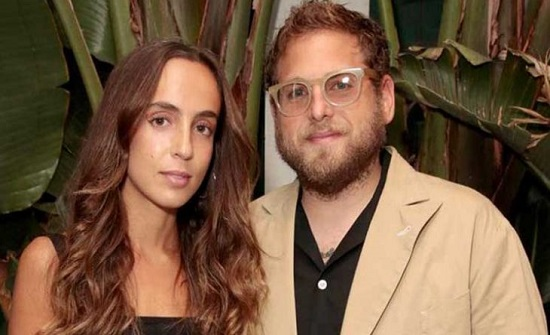 الممثل الأمريكي جونا هيل ينفصل عن خطيبته جيانا سانتوس