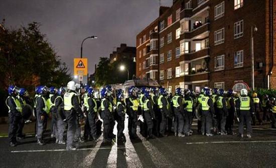 """بريطانيا.. إصابة شرطيين خلال فض أحد """"حفلات كورونا"""" في العاصمة لندن .. بالفيديو"""