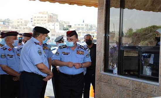 مدير الأمن العام يفتتح خدمة الترخيص من مركبتك درايف ثرو .. بالفيديو