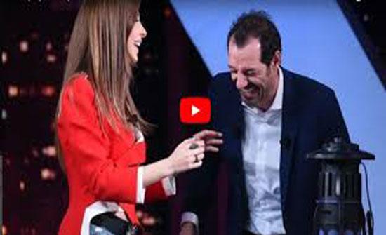 بالفيديو - عادل كرم يتحدث عمّا حدث له في حمام منزل نانسي عجرم... شاهدوا خجلها ورد فعلها