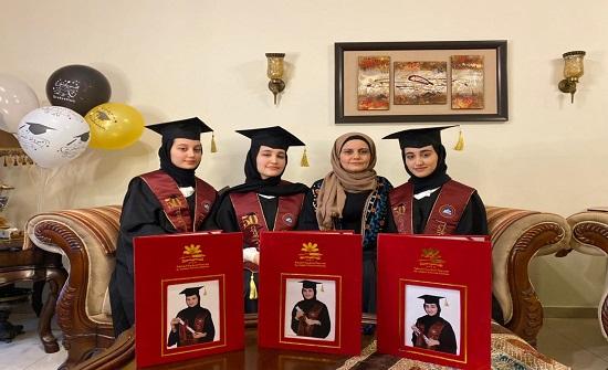 """الإمارات : 3 طالبات توائم """"أردنيات"""" يحصلن على 98.5 في التوجيهي"""