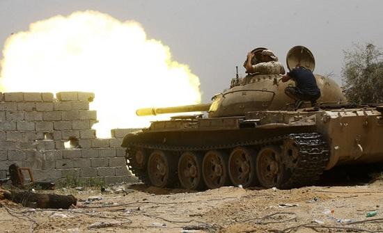 الجيش الليبي يستهدف ناقلتين تحملان عناصر من قوات حفتر