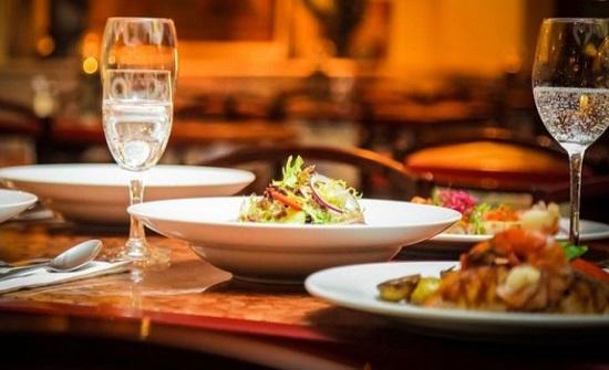 إعادة فتح صالات المطاعم والمقاهي يبحث الاحد