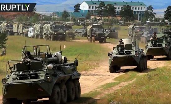 روسيا: تحطم مركبات عسكرية أثناء تدريبات إنزال جوي