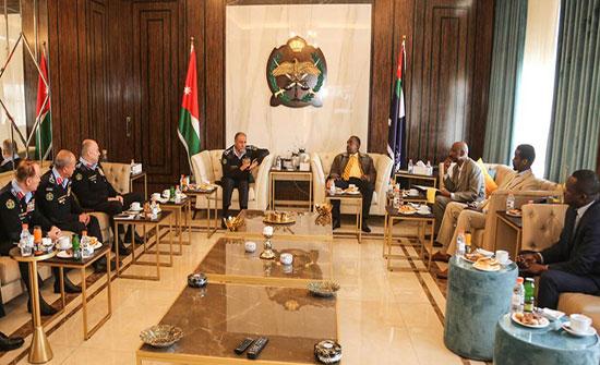 العميد المعايطة يلتقي وفدا من الشرطة السودانية