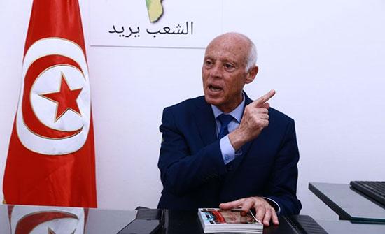 سعيّد يصوت بانتخابات برلمان تونس بعد تقارير عن مقاطعته