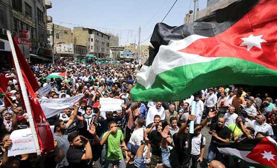 فاعليات شعبية ونقابية في إربد تندد بانتهاكات الاحتلال الإسرائيلي للأقصى