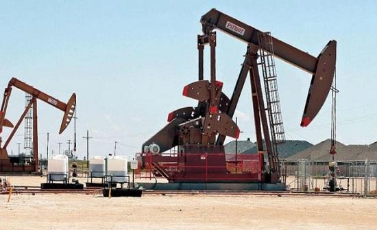 النفط يهبط ومخاوف بشأن محادثات التجارة