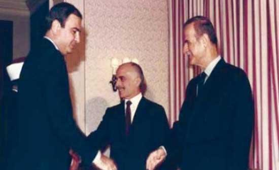 المصري : حافظ الأسد هدّد بعمل عسكري رداً على تقارب الملك حسين وعرفات