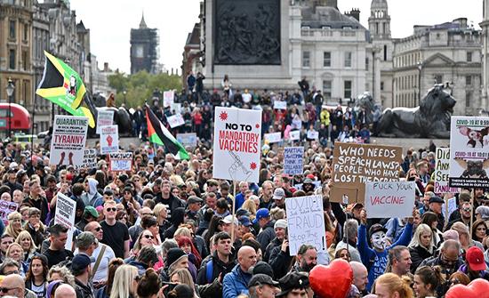 الآلاف يحتجون على قيود كوفيد-19 في وسط لندن .. بالفيديو