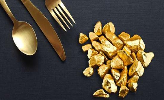شاهد.. صناعة أغلى رغيف خبز من الذهب والفضة