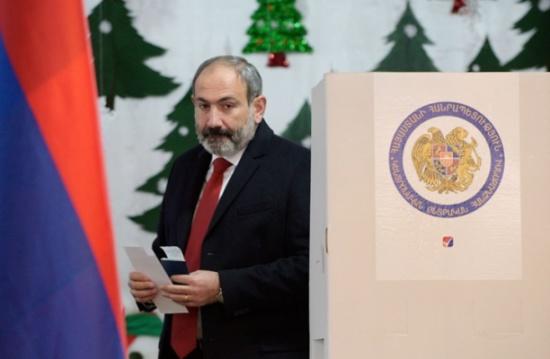 """أرمينيا ترفع """"حالة الحرب"""" في البلاد بعد تصويت للبرلمان"""