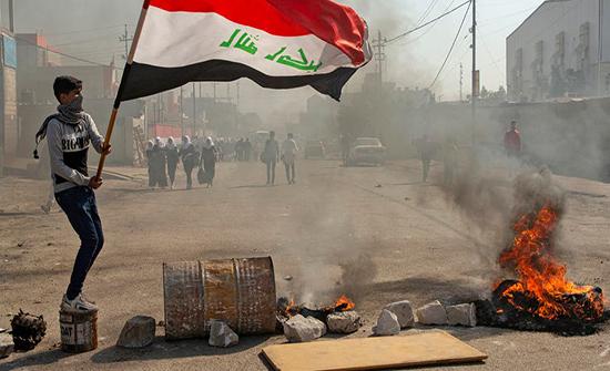 تظاهرات وإغلاق طرق في البصرة احتجاجا على قطع الكهرباء