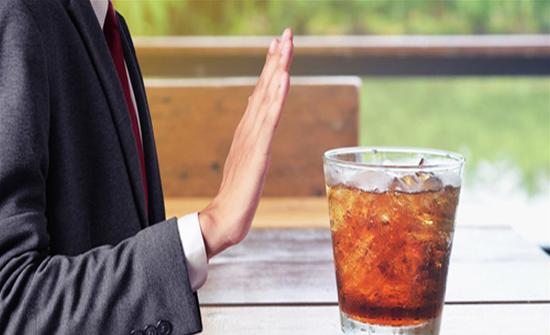 """4 أسباب ستدفعكم إلى إعادة التفكير بتناول مشروبات الـ""""Diet"""""""