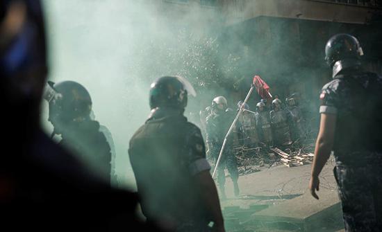 بالفيديو : لبنان.. الحراك مستمر والداخلية تنفي استخدام القوة المفرطة