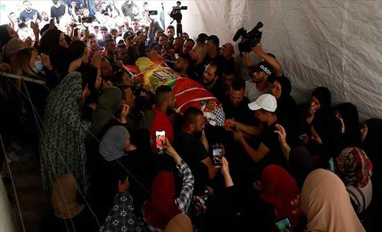 تشييع جثمان فتى فلسطيني قتله الجيش الإسرائيلي في الضفة  .. بالفيديو