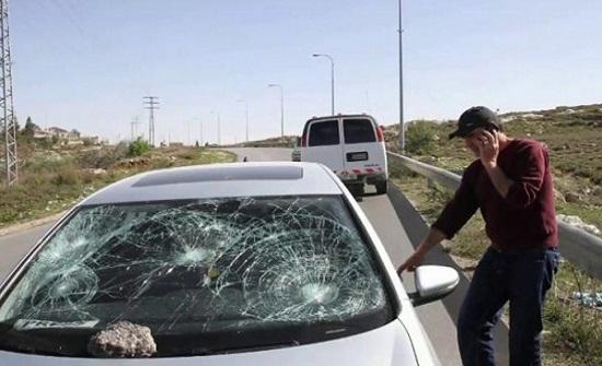 مستوطنون يحطمون 9 مركبات لفلسطينيين في الخليل