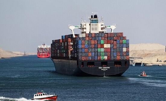 مستشار السيسي يكشف من سيدفع الخسائر المترتبة على السفينة الجانحة في قناة السويس