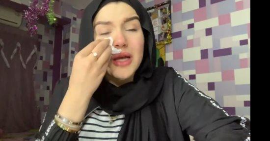 """مودة الأدهم تصرخ داخل قفص الاتهام وحنين حسام تغيب..مستجدات محاكمة """"فتيات التيك توك"""" في مصر"""