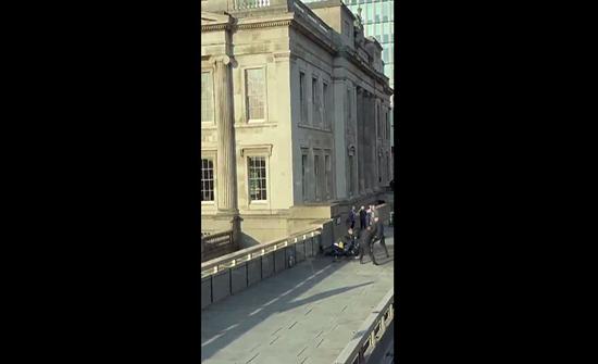 بالفيديو : لحظة تصفية منفذ عملية الطعن في لندن