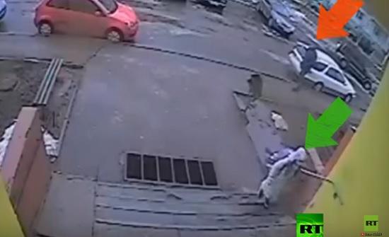 فيديو  قاصر تنجو بأعجوبة من محاولة تحرش في موسكو - المدينة نيوز