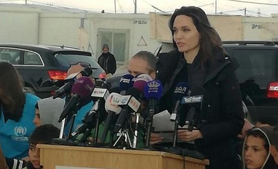 بالصور  : انجلينا جولي في الزعتري