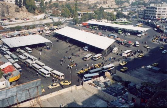 عمان : تكسير 3 محلات تجارية في مجمع رغدان