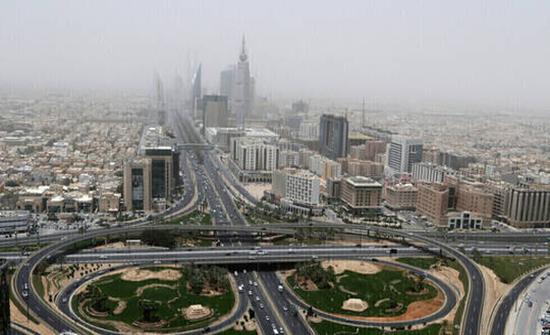 هيئة الرقابة ومكافحة الفساد السعودية توقيف 65 مواطنا ومقيما، بينهم 48 موظفا حكوميا في قضايا فساد مالي وإداري