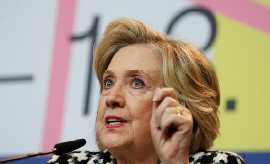 هيلاري كلينتون: على ترامب الكف عن تأدية دور طبيب